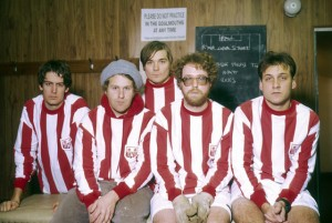 UNSPECIFIED - JANUARY 01: Photo of Scott KANNBERG and PAVEMENT and Stephen MALKMUS and Bob NASTANOVICH and Mark IBOLD and Steve WEST; L-R: Stephen Malkmus, Bob Nastanovich, Mark Ibold, Steve West, Scott Kannberg - posed, group shot, in football kit, sitting in changing room (Photo by Mick Hutson/Redferns)